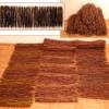 Risuliina Heli Kavalto halusi juhlatilaansa 13 metriä risuliinaa. Sovimme, että teen tarvittavan määrän lyhyempiä, mielellään raidallisia mattoja. Loimimateriaaliksi valitsimme tervatun hamppunarun. Leveys 50 cm Omistaja: Kavalton tila, Piikkiö